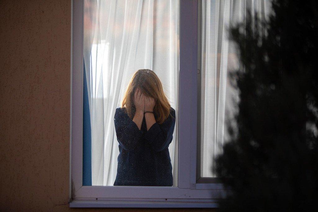 心理学家支持乌克兰东部易受伤害的青少年,因为新冠疫情封锁对他们的心理健康造成了损害。