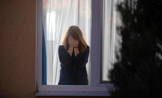 यूक्रेन में पूर्वी हिस्से में, मनोवैज्ञानिक, कमज़ोर हालात वाले किशोर-किशोरियों को, कोविड-19 के दौरान तालाबन्दियों का असर उनके मानसिक स्वास्थ्य पर होने के मद्देनज़र, मदद मुहैया करा रहे हैं.