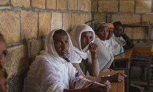 Des personnes déplacées dans la ville d'Adigrat, dans la région du Tigré, en Ethiopie.