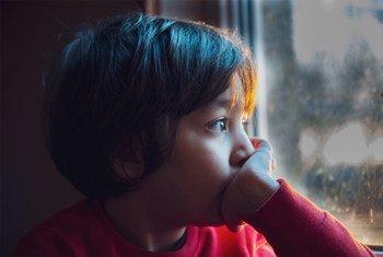 联合国儿童基金会在新冠大流行期间向儿童提供心理健康支持。