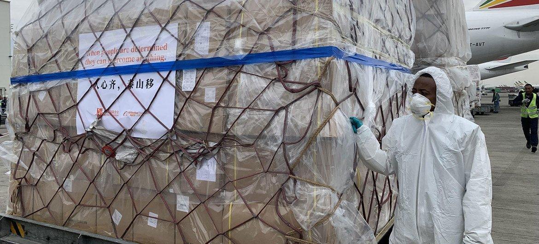 3月中下旬,埃塞俄比亚首都亚的斯亚贝巴,历时10小时飞行,满载抗疫物资的埃航ET3751包机货运航班抵达博莱机场。这是马云公益基金会和阿里巴巴公益基金会捐赠非洲的部分抗疫物资,用于支援非洲54国抗击疫情。
