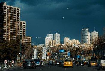 伊朗首都德黑兰街景。伊朗长期遭受美国制裁。