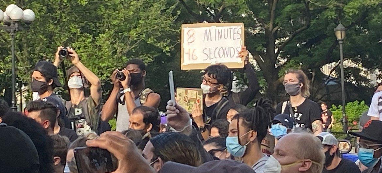 Des manifestants à New York pour demander justice et pour protester contre le racisme aux États-Unis après la mort de George Floyd alors qu'il était aux mains de la police.