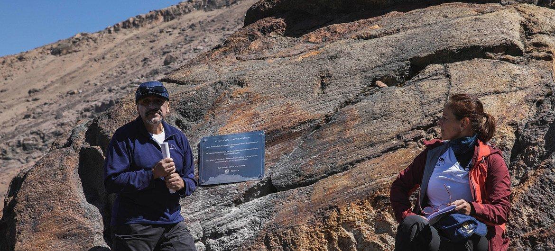 Estos alpinistas subieron a la cima del Iztaccíhuatl a colocar una placa recordando la presencia del glaciar Ayoloco.