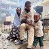 عائلة من بلدة سمري، في جنوب غرب تيغراي، سارت لمدة يومين للوصول إلى مخيم للنازحين في ميكيلي.