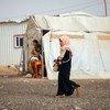 यमन में, गृह युद्ध के कारण, लाखों लोगों को अपने घर छोड़कर, अस्थाई शिविरों में रहने के लिये मजबूर होना पड़ा है.