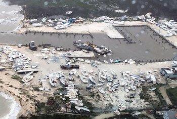 美国海岸警卫队佛罗里达州清水空军基地正为巴哈马因飓风多里安来袭而受灾的地区提供援助。