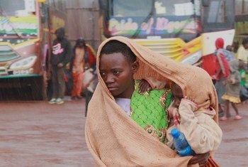 Wakimbizi wa Burundi wanaorejea nchini mwao kutoka Tanzania wakiwa kwenye kituo cha mpito cha Mabanda katika jimbo la Makamba nchini Burundi. (24 Aprili 2018)