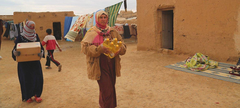 Les Syriens déplacés reçoivent leurs rations alimentaires mensuelles par camions du PAM. (archive)
