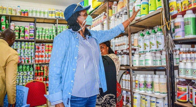 Agnes Kalibata, former Rwandan Minister for Agriculture, visits a supermarket.