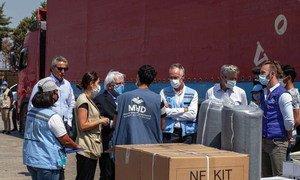 El jefe de asuntos humanitarios de la ONU, Martin Griffiths, visita el centro de transporte humanitario cerca del cruce fronterizo de Bab al-Hawa entre Siria y Turquía.