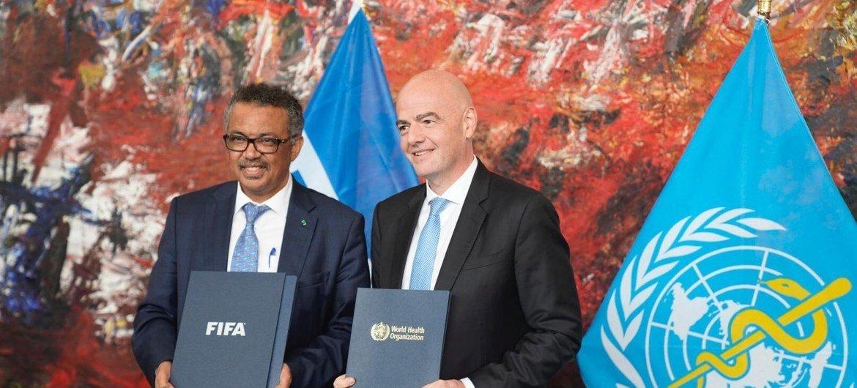 Гендиректор ВОЗ Тедрос Гебрейесус и президент ФИФА Джанни Инфантино в октябре 2019 года подписали меморандум о сотрудничестве двух организаций.