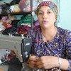 أمينة، أرملة وأمّ لسبعة أطفال، تحوّلت من لاجئة سورية في مخيم دوميز إلى خياطة ماهرة