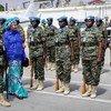 संयुक्त राष्ट्र की उपमहासचिव आमिना जे मोहम्मद ने सोमालिया की राजधानी मोगादीशु में महिला शांतिरक्षकों के साथ कुछ समय बिताया. (23 अक्टूबर 2019).