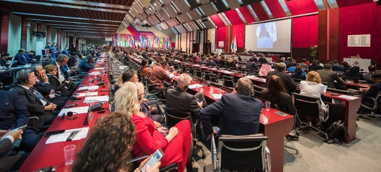 अन्तर-संसदीय संघ यानि आईपीयू की ताज़ा रिपोर्ट में बताया गया है कि दुनियाभर के संसदों में महिला सांसदों की भागेदारी 25 फ़ीसदी से अधिक पहुँच गई है.