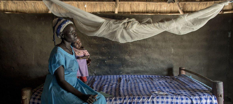 De plus en plus de femmes en Afrique subsaharienne utilisent des moustiquaires pour se protéger contre le paludisme.