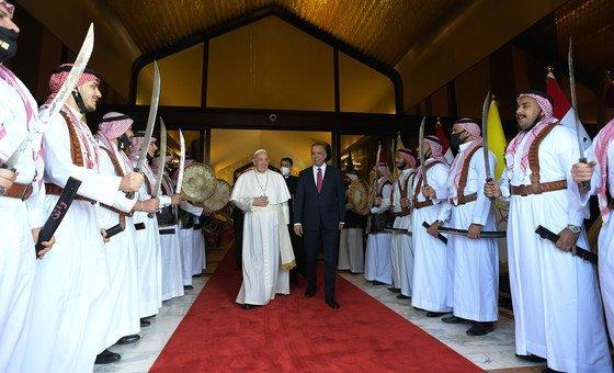 Visita papal pretende ncorajar o fim da violência e extremismo e promover diálogo inter-religioso