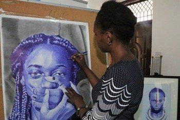 Msanii huyu Anna Nkyalu kutoka Tanzania anatumia kipaji chake kusongesha usawa wa jinsia.