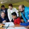 В ходе поездки в Сирию глава ВПП Дэвид Бисли и глава ЮНИСЕФ Генриетта Форе посетили школу на юге Идлибе. Они познакомились с девятилетними школьниками – ровесниками войны