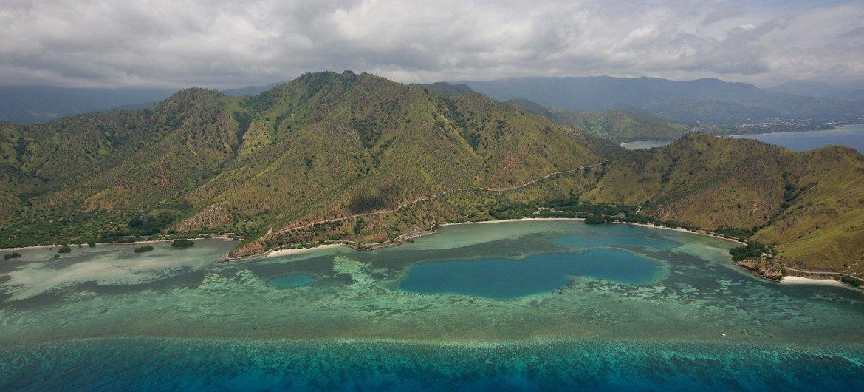 Vista aérea de região perto de Dili, em Timor-Leste