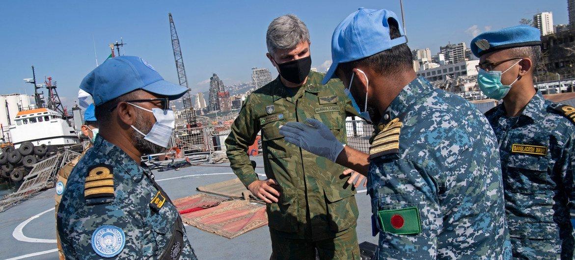 来自孟加拉国的联合国维持和平人员在贝鲁特港口。