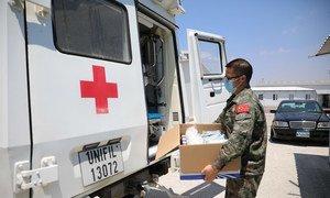 """为支援""""贝鲁特爆炸""""将药品物资装救护车"""