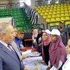 أحمد عبد الله محافطة منطقة البحر الأحمر يتحدث إلى المشاركات في مشروع وظائف لائقة للشباب في مصر