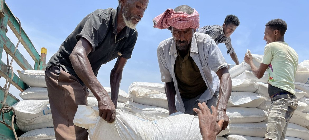 Food is unloaded from a truck at a WFP distribution site in Zelazle in the north of Tigray.