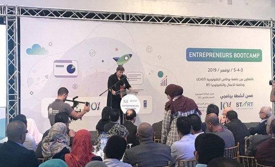 إيفون هيلي، الممثل الخاص لبرنامج الأمم المتحدة الإنمائي في فلسطين، تلقي بكلمة في مخيم رواد الأعمال