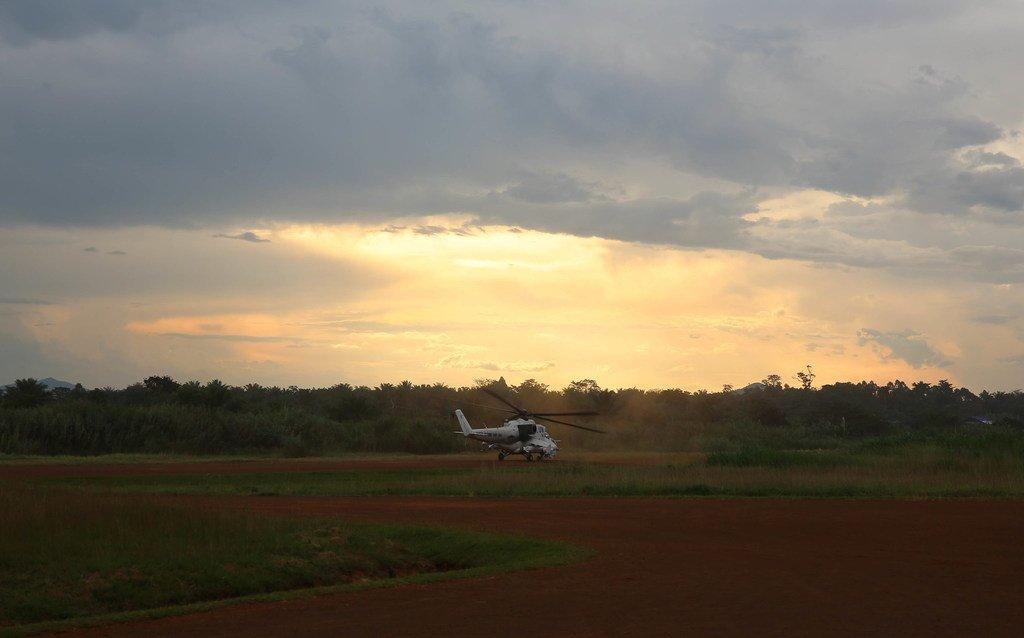 一架直升机从北基伍贝尼的联合国驻刚果(金)稳定特派团基地起飞,执行侦察任务。(档案照片)