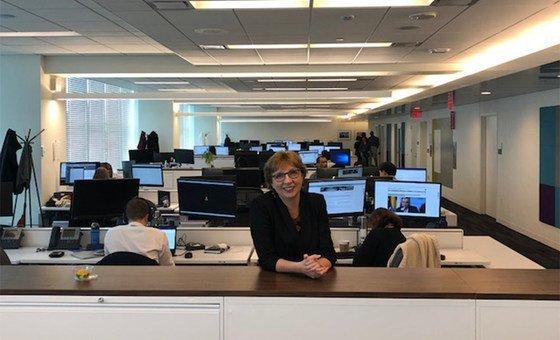 Елена Вапничная в зале редакции Службы новостей ООН