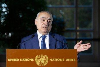 Ghassan Salamé, Représentant spécial du Secrétaire général et Chef de la Mission d'appui des Nations Unies en Libye, lors d'une conférence de presse au Palais des Nations à Genève où a lieu la Commission mixte libyenne 5 + 5.