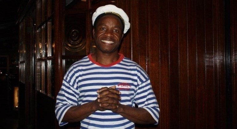 Teddy, originario de la República Democrática del Congo, migró a Sudáfrica hace muchos años. Trabaja en un restaurante en Hout Bay.