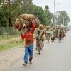 Wakimbizi wa Rwanda ambao waliikimbia nchi wakati wa mauaji ya kimbari, katika picha walipokuwa wakirejea nyumbani.