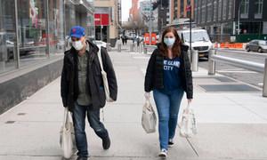 A las personas en los Estados Unidos se les ha recomendado utilizar mascarillas para prevenir el coronavirus COVID-19.
