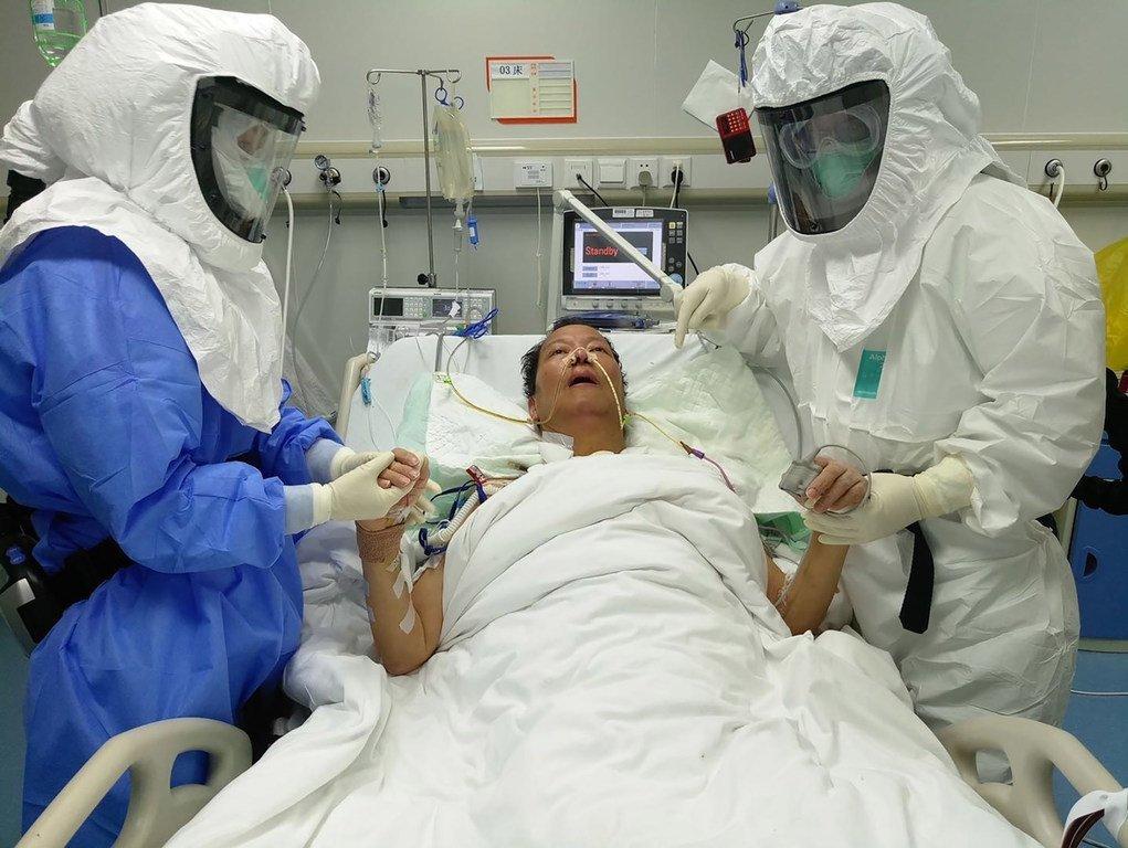 南京医科大学教授陈静瑜看望肺移植手术病人