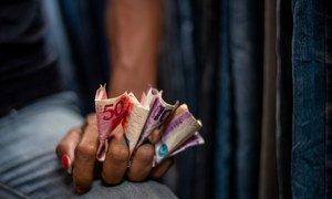 В ПРООН подсчитали: если бы не денежная помощь со стороны государства, дополнительно от 12 до 15 млн жителей 41 страны мира впали бы в нищету.