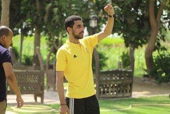 يقوم محمد الخولي باستخدام  أدوات تكنولوجية جديدة لإشراك الشباب في محاربة جائحة كوفيد-19