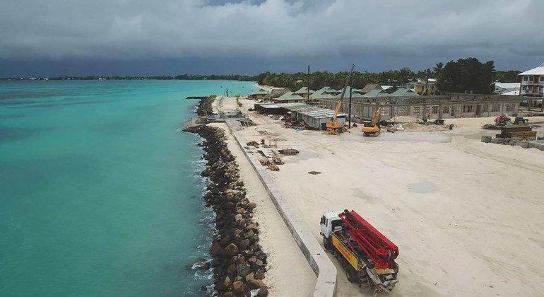 太平洋上的低地群岛图瓦卢正在开垦土地,应对气候变化的影响。