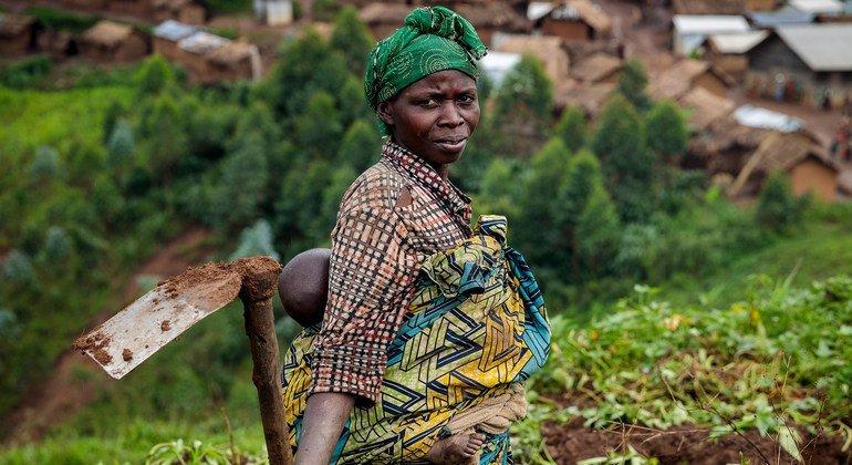 Desplazados en la Repúbica Democrática del Congo no tienen muchas veces acceso a la tierra que necesitan para cultivar sus alimentos.