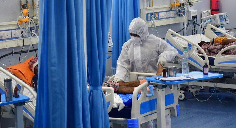 Пациенты с COVID-19 в одной из больниц в Индии