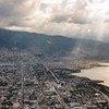 В столице Гаити Порт-о-Пренсе вот уже несколько месяцев продолжаются столкновения протестующих с полицией. Страна находится в состоянии кризиса.