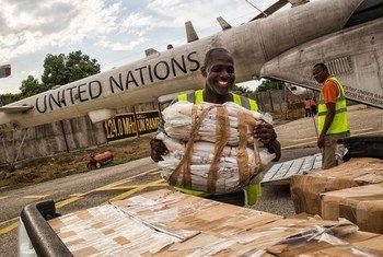 Entre 2004 et 2017, la Mission des Nations Unies pour la stabilisation en Haïti (MINUSTAH) a aidé les Haïtiens à rassembler et transporter les bulletins de vote de tout le pays vers la capitale Port-au-Prince (archive)