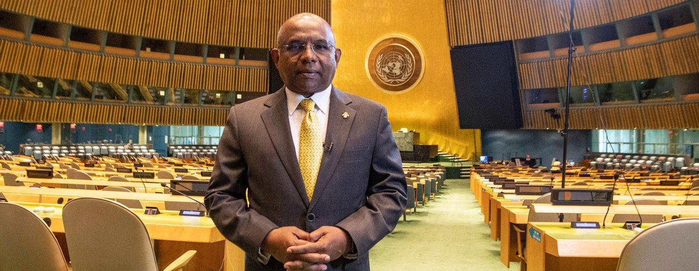Le président élu de l'Assemblée générale des Nations Unies, Abdulla Shahid, dans la salle de l'Assemblée générale.