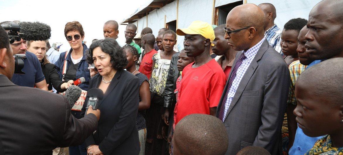 联合国秘书长刚果民主共和国特别代表泽鲁居伊(Leila Zerrougui)在走访了该国东部的国内流离失所者营地后,与媒体进行交谈。