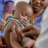 Un niño recibe la vacuna contra el sarampión en Impfondo, República Democrática del Congo.