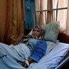 Una mujer que dio a luz a una niña muerta se recupera en la sala de maternidad del Hospital Al-Shifa en Gaza.
