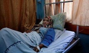 من الأرشيف: سيدة وضعت مولودة ميتة تتعافى في جناح الولادة في مستشفى الشفاء بغزة.