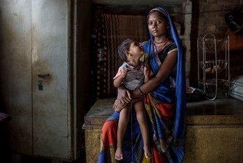 En Inde, cinq personnes sur six en situation de pauvreté multidimensionnelle étaient issues de tribus ou de castes inférieures.