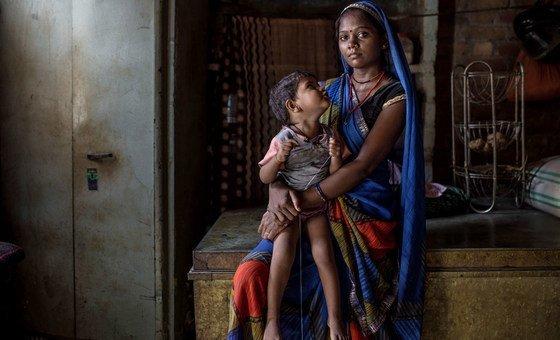 في الهند، خمسة من كل ستة أشخاص من القبائل أو الطبقات الدنيا، يعيشون في فقر متعدد الأبعاد.